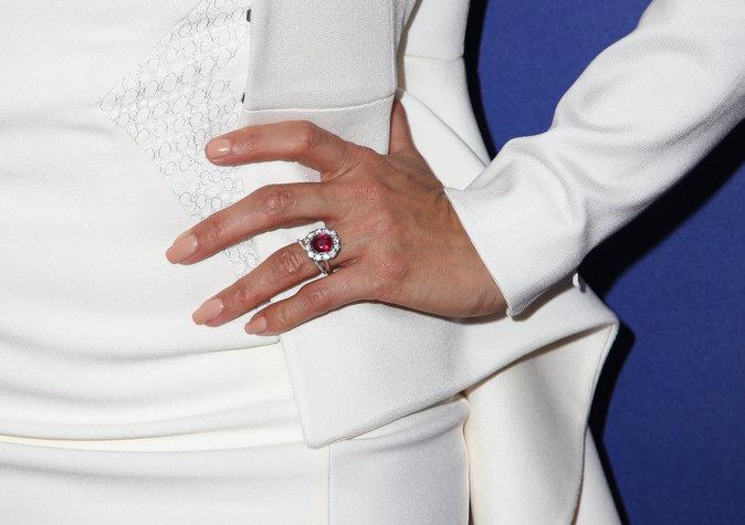 Eva Longoria arbore sa sublime bague de fiançailles !