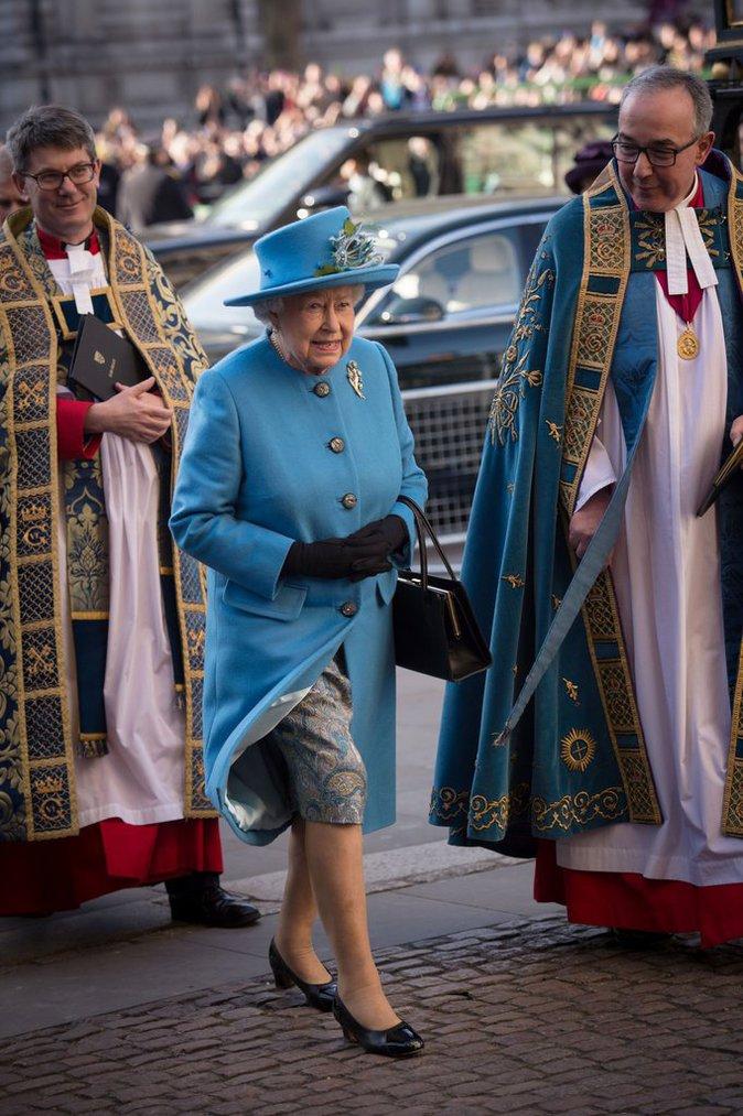 La Reine Elizabeth en bleu