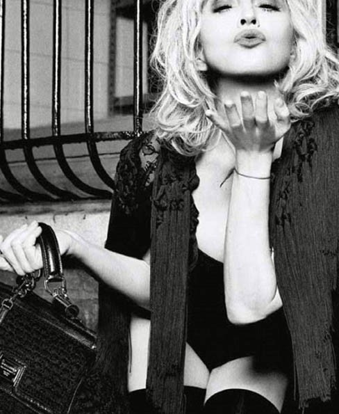 En mode glamour pour la campagne 2010 Dolce & Gabbana...