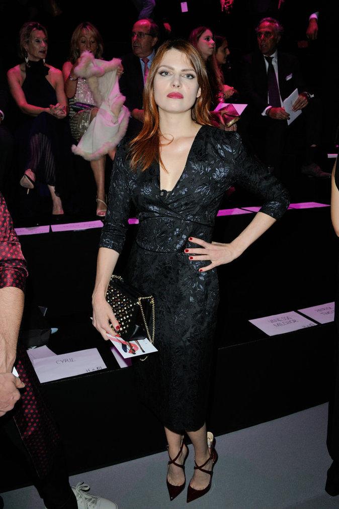 La chanteuse Elodie Frégé plus sexy que jamais lors du défilé Etam Lingerie à Paris le 27/09/16