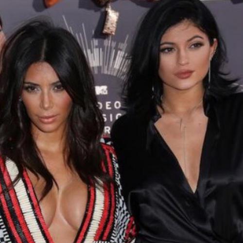 Kim Kardashian rend hommage à Kylie pour ses 18 ans