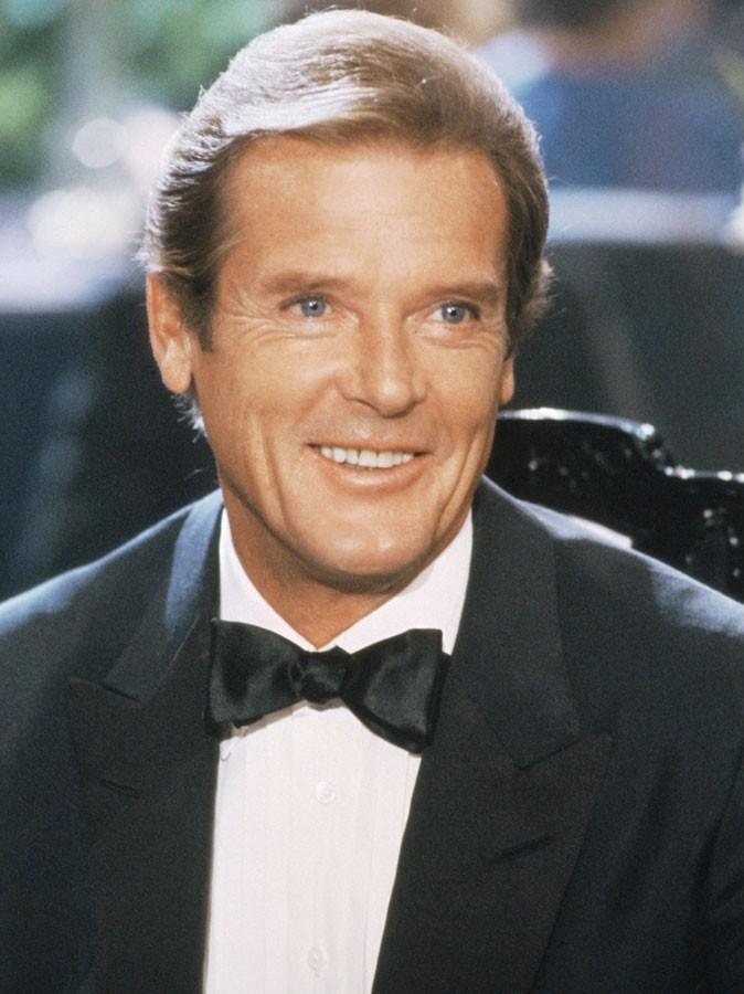 Photos : Roger Moore est James Bond dans Dangereusement vôtre