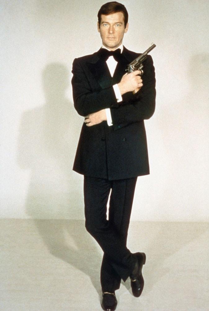 Photos : Roger Moore est James Bond dans Vivre et laisser mourir