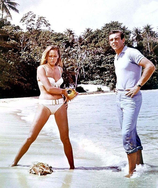 Photos : Ursula Andress et Sean Connery dans James Bond contre Dr No