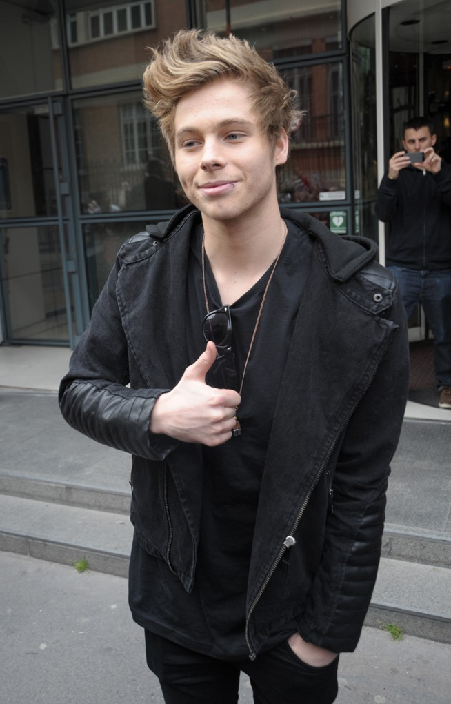 Les 5 Seconds of Summer (Luke Hemmings) à Paris le 2 avril 2014