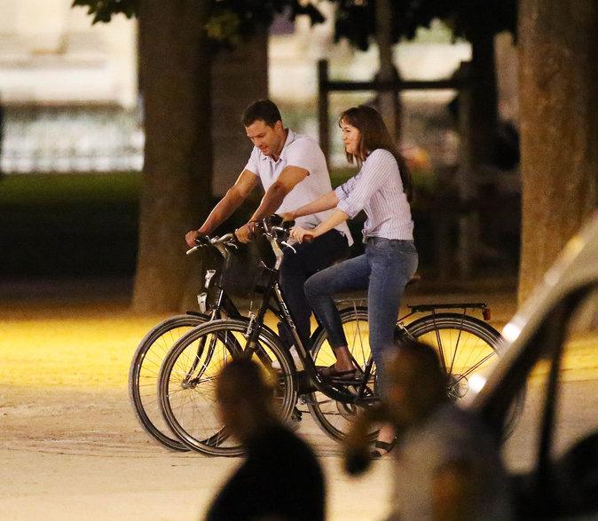 Dakota Johnson et Jamie Dornan ont tourné devant le Louvres