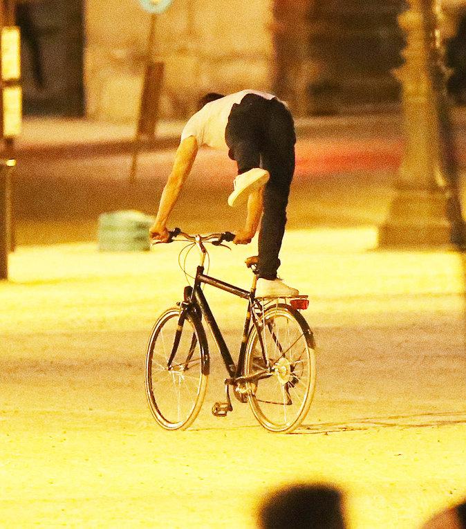 Jamie Dornan s'éclate sur son vélo