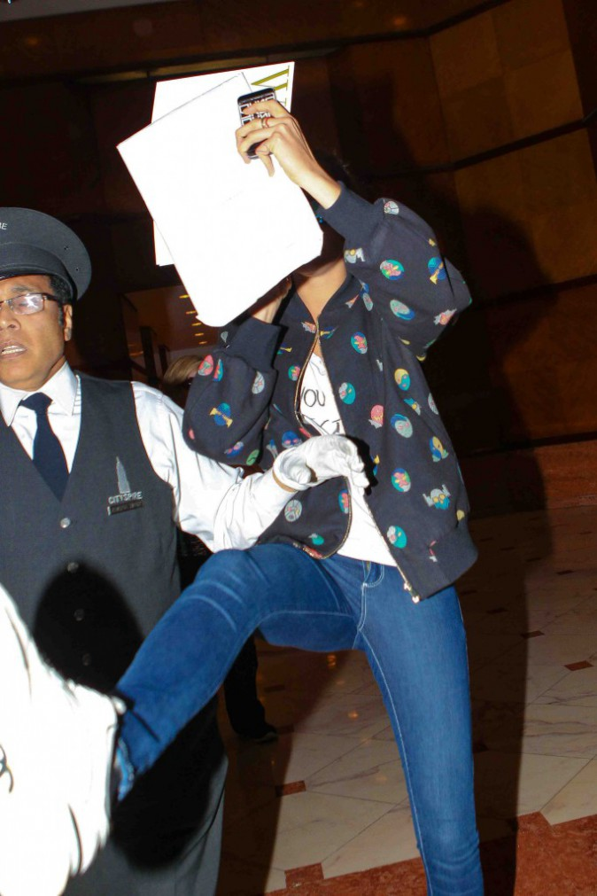 Cara Delevingne : marre des photographes, elle devient violente !