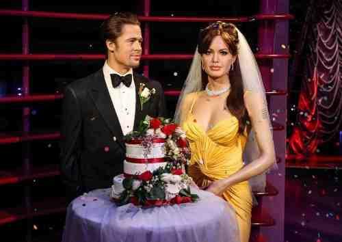 Brad Pitt et Angelina Jolie : découvrez les statuts de cire des jeunes mariés !