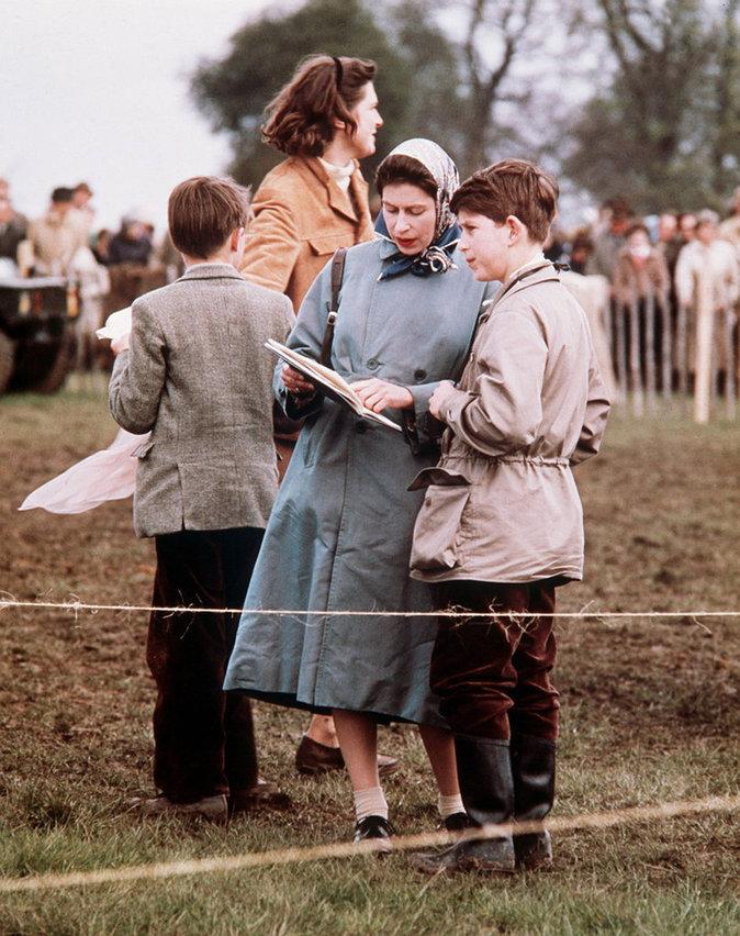 Elizabeth II avec le prince Charles
