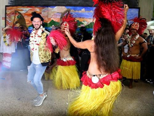 Photos : à peine arrivé à Tahiti, M Pokora fait le show !