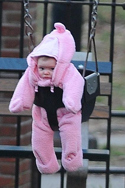A qui est ce bébé?