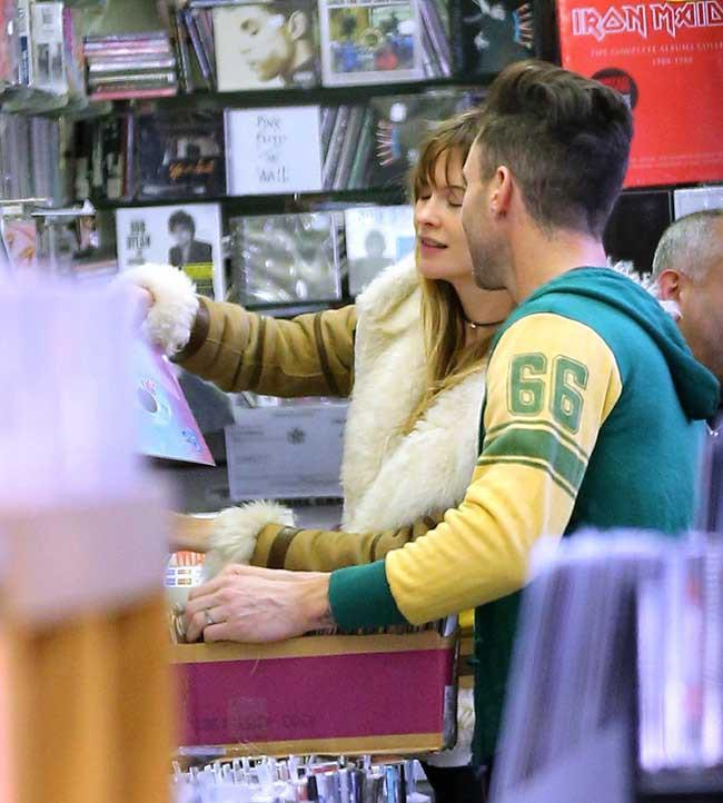Adam Levine et Behati Prinsloo à New-York le 4 mars 2015