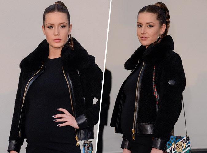 Adèle Exarchopoulos affiche son baby bump lors de la fashion week