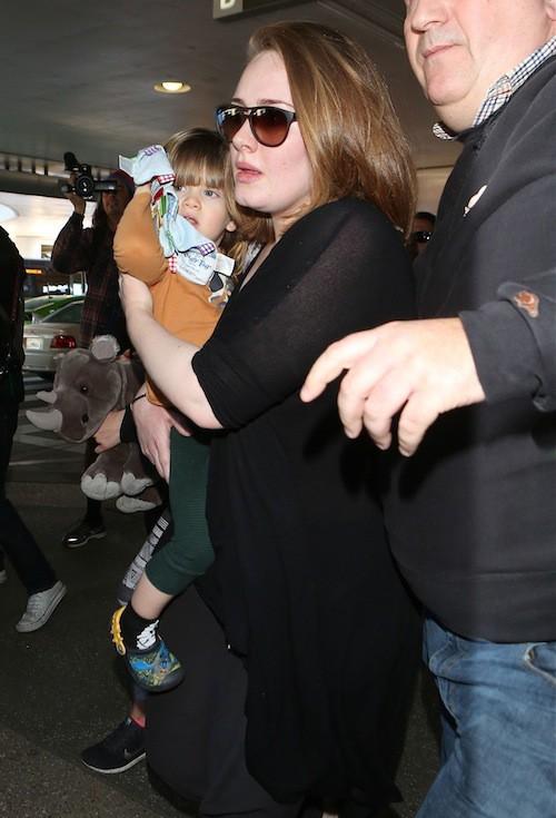 Photos : Adele : sortie rare et mouvementée avec son petit Angelo !