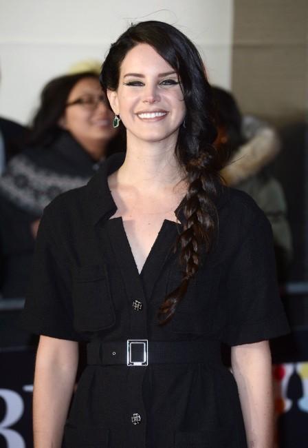 Lana Del Rey, cinquième du top 5 des meilleures ventes d'album 2012 avec Born to Die !