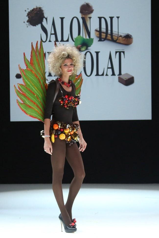Alexandra Rosenfeld au défilé du salon du chocolat à Paris le 30 octobre 2012