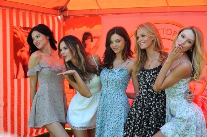 Adrian Lima, Alessandra Ambrosio, Miranda Kerr, Erin Heatherton et Candice Swanepoel, lors de la promo du Victoria's Secret Bombshell 2011 Tour, le 12 mai 2011 à Los Angeles.