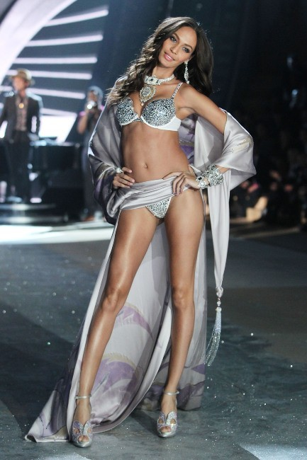 Joan Smalls lors du défilé Victoria's Secret à New York, le 7 novembre 2012.