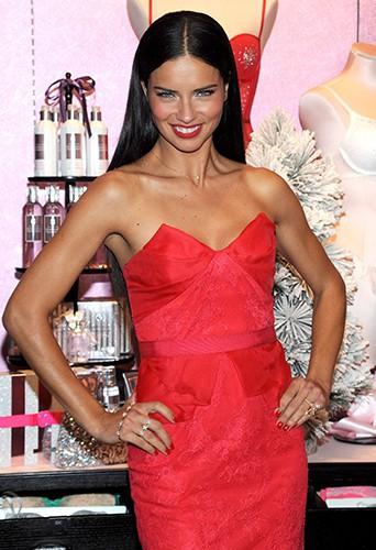 Adriana Lima à New-York le 9 décembre 2013