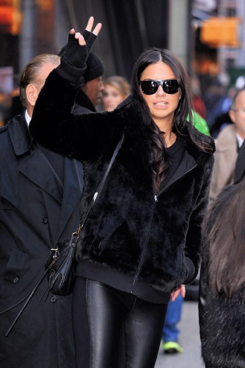 Adriana Lima à New-York le 3 novembre 2014