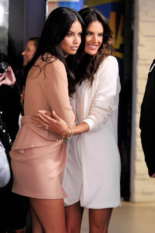 Adriana Lima et Alessandra Ambrosio à New-York le 3 novembre 2014