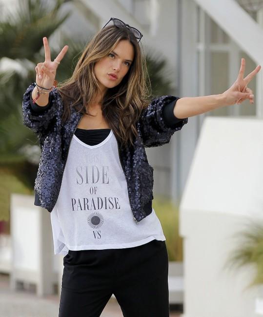 Alessandra Ambrosio le 7 mars 2013 à Santa Monica
