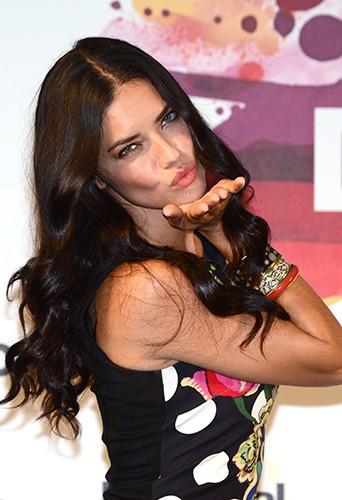 Adriana Lima à Barcelone le 30 juin 2014