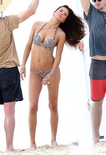 Photos adriana lima une bombe br silienne super sexy for Saint 3 mai