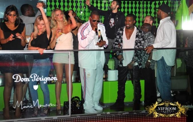 R. Kelly et Kanye West au VIP Room Theater à Paris, le 30 avril 2011.