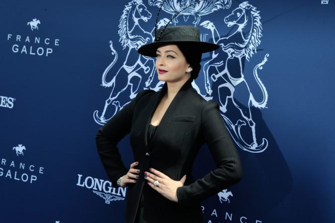 Photos : Aishwarya Rai : l'élégance incarnée au Prix de Diane Longines, chapeau l'artiste !