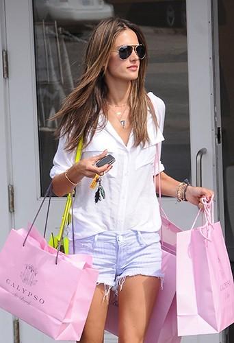 Alessandra Ambrosio à Los Angeles le 2 juillet 2013