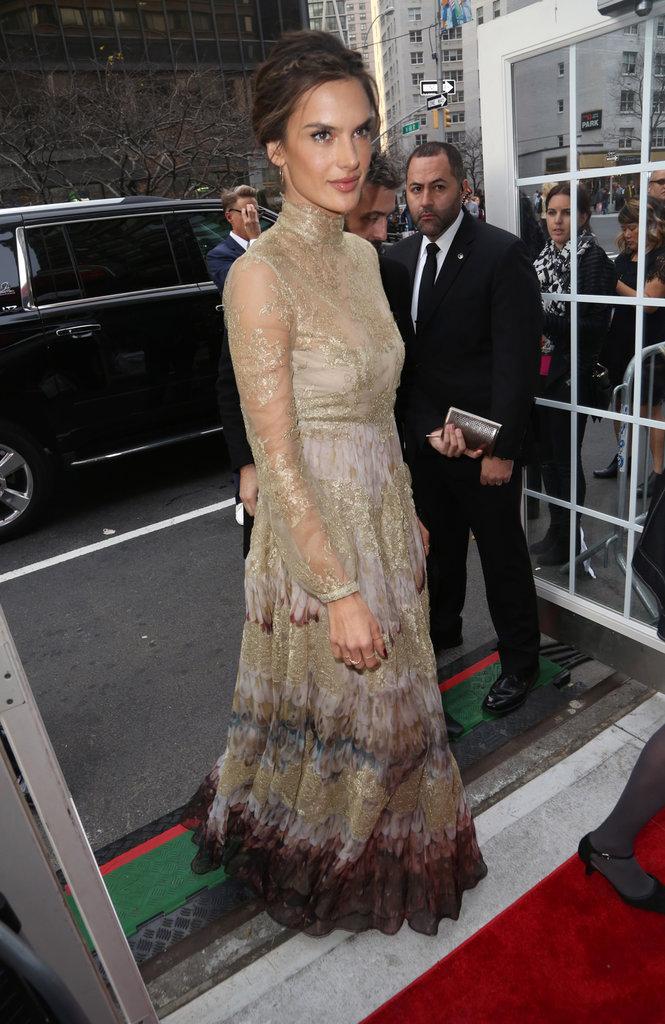 Photos : Alessandra Ambrosio : chic en Valentino sur red carpet