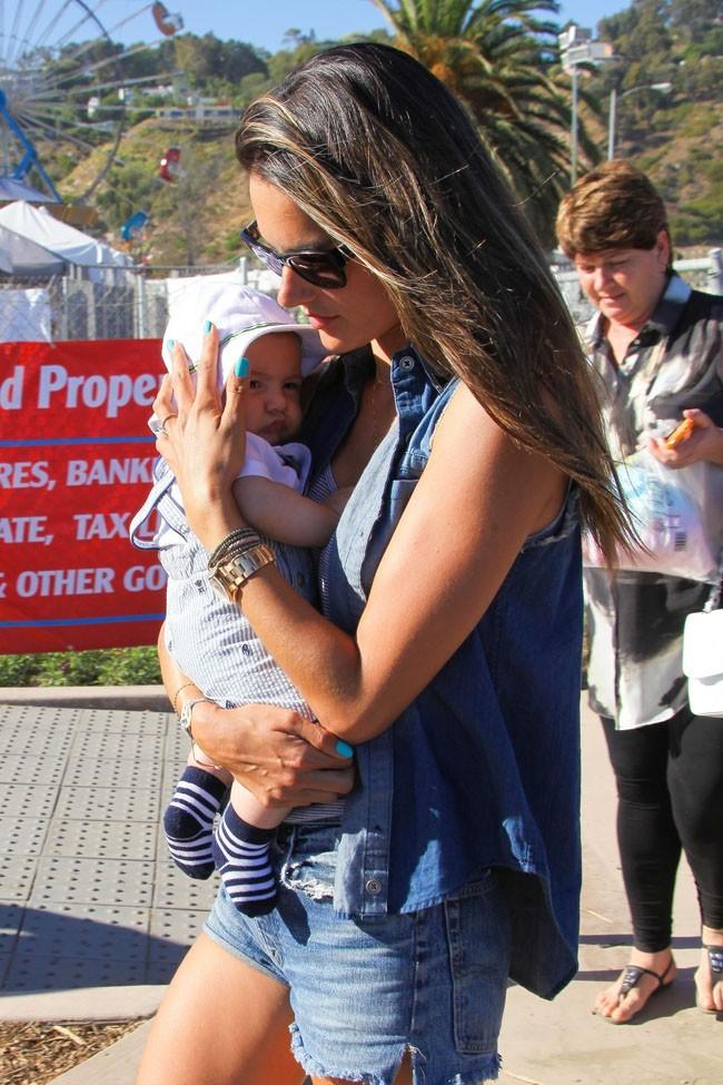 Alessandra Ambrosio et Noah le 2 septembre 2012 à Malibu