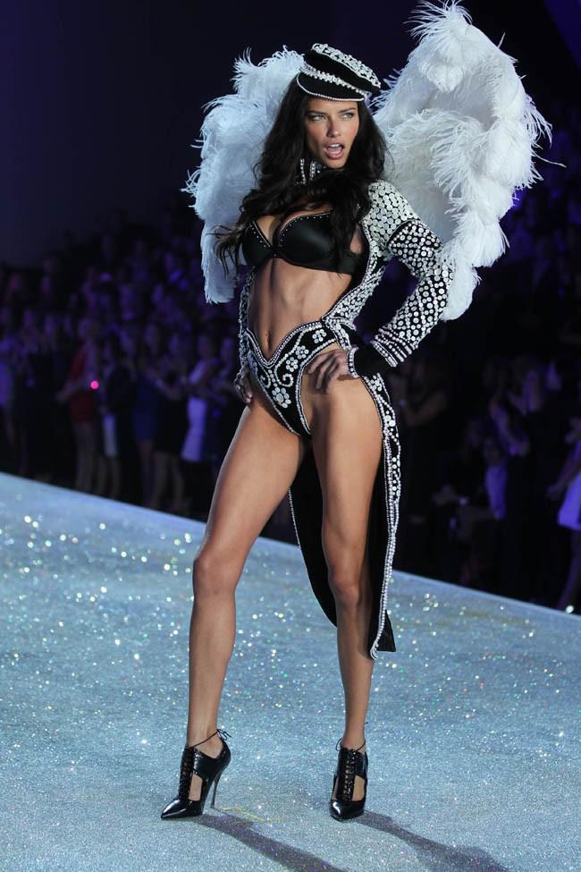 Adriana Lima au Victoria's Secret Fashion Show, à New-York, le 13 novembre 2013