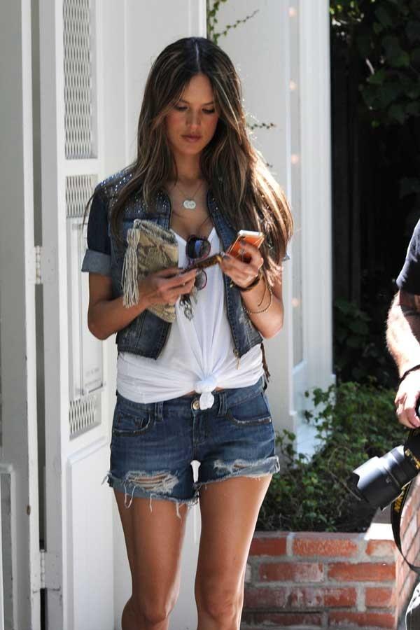 Alessandra Ambrosio dans les rues de Los Angeles le 18 juin 2012