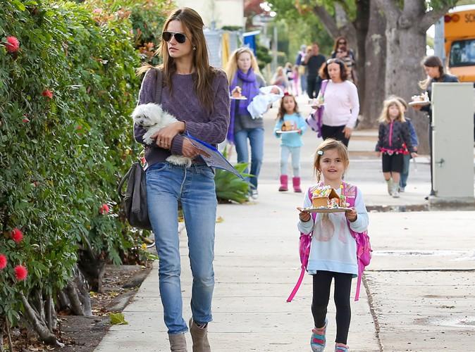Alessandra Ambrosio et sa fille Anja à Los Angeles le 19 décembre 2013
