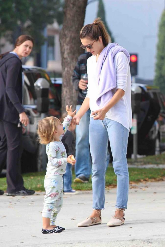 Alessandra Ambrosio : mère épanouie, elle rayonne auprès de ses enfants !