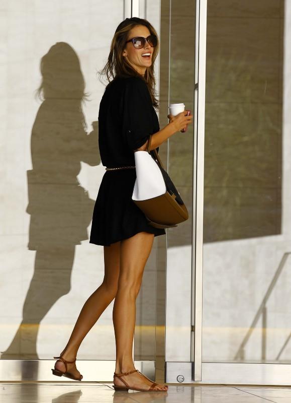 Alessandra Ambrosio le 29 octobre 2012 à Los Angeles