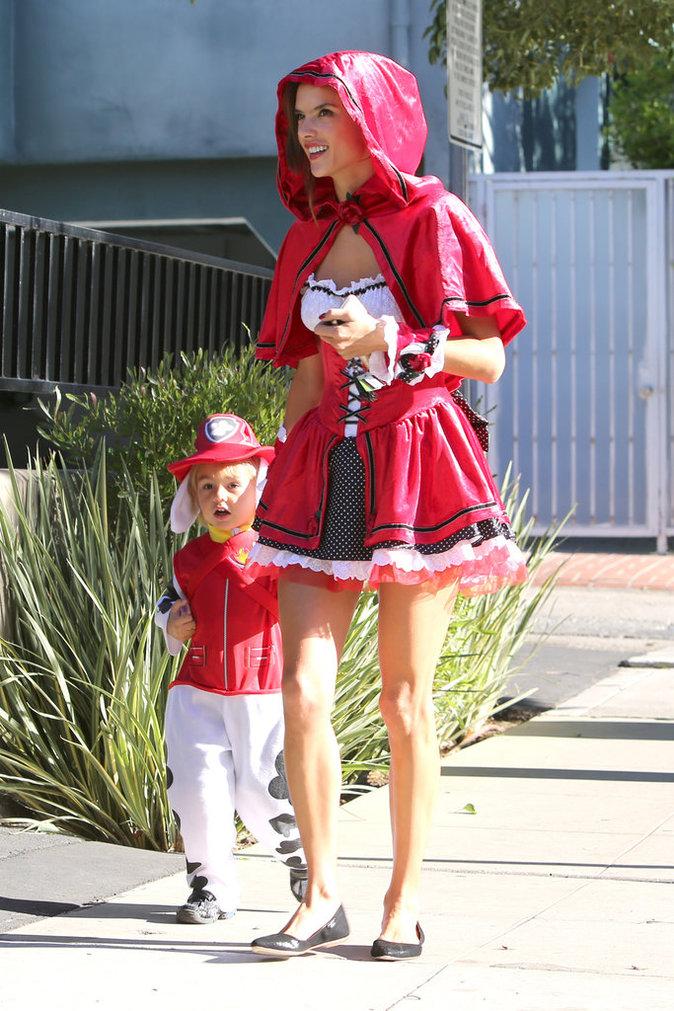 Alessandra Ambrosio à Los Angeles le 30 octobre 2015