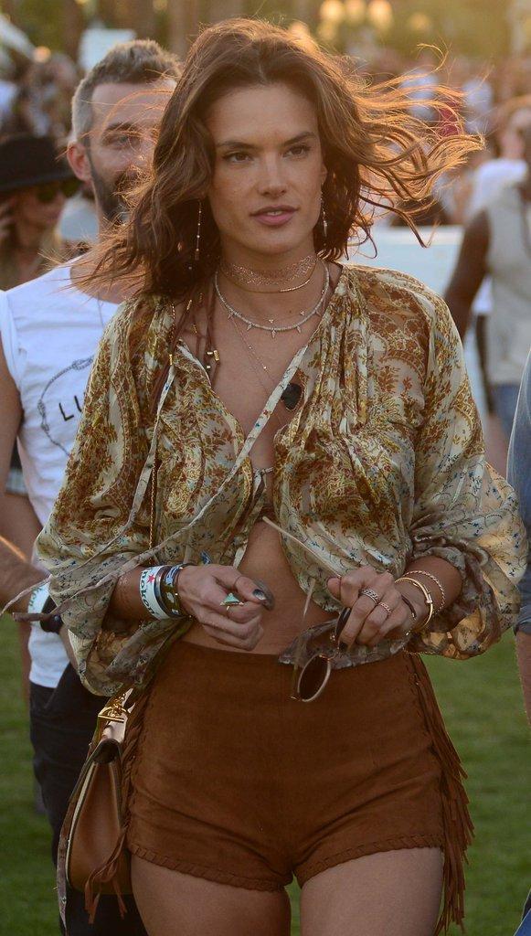 Photos : Alessandra Ambrosio, déferlante de tops à Coachella !