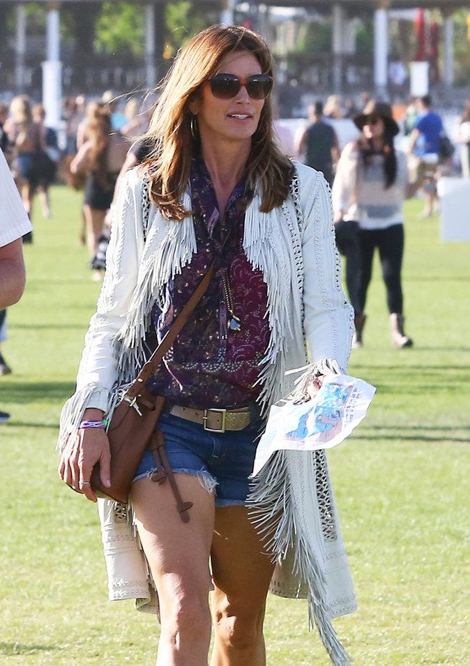 Photos : Cindy Crawford : déferlante de tops à Coachella !