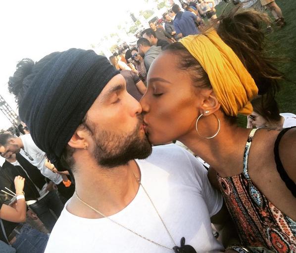 Photos : Jasmine Tookes : déferlante de tops à Coachella !