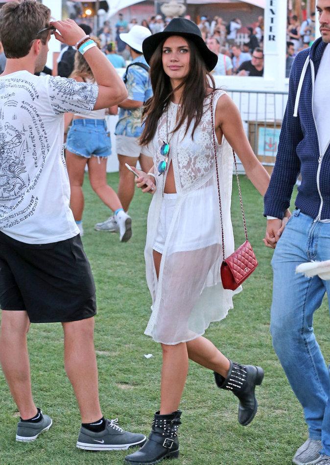 Photos : Sara Sampaio : déferlante de tops à Coachella !