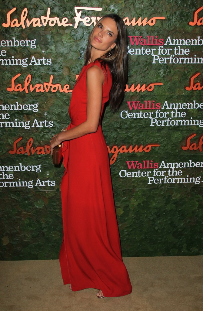 "Alessandra Ambrosio lors du gala ""Wallis Annenberg Center for the Performing Arts "" à Beverly Hills, le 17 octobre 2013."
