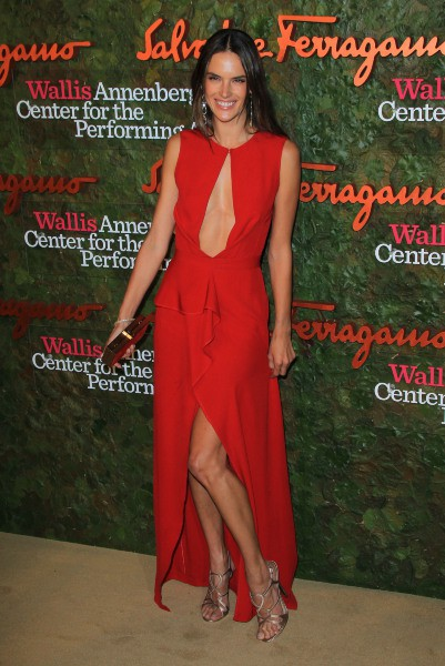 "Alessandra Ambrosio lors du gala ""Wallis Annenberg Center for the Performing Arts"" à Beverly Hills, le 17 octobre 2013."