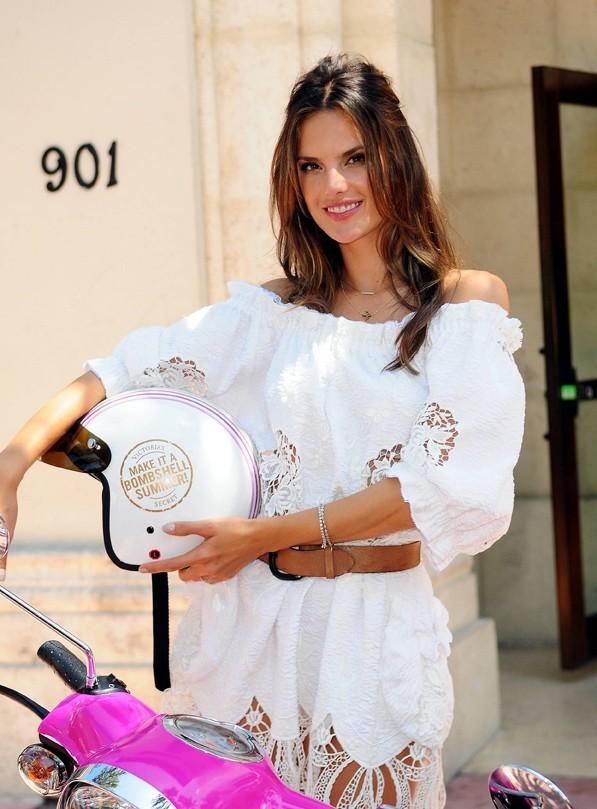 Alessandra Ambrosio en promo pour Victoria's Secret à Miami, le 2 juin 2011.