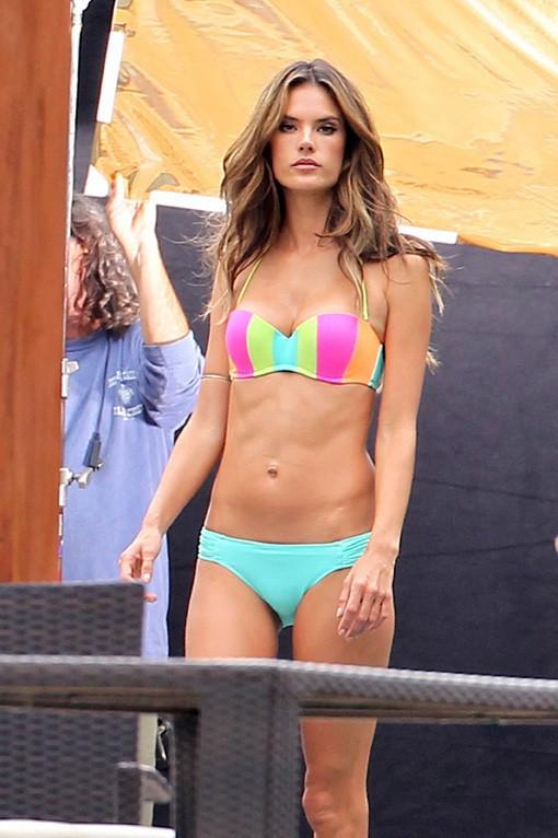 Alessandra Ambrosio en shooting pour Victoria's Secret à Miami le 30 janvier 2014