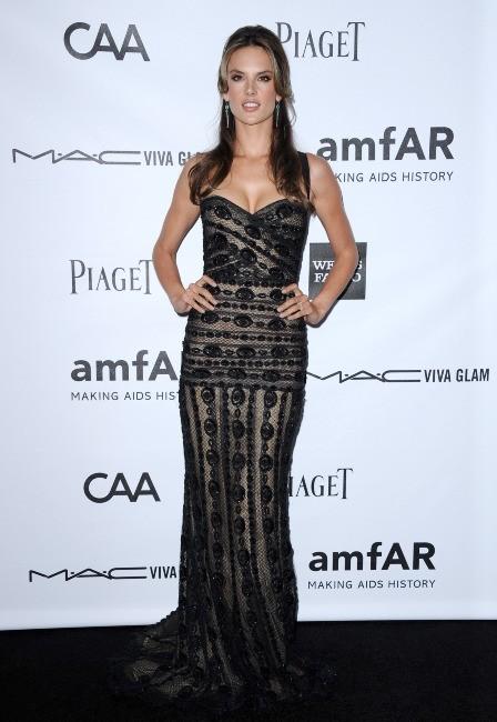 Alessandra Ambrosio lors de la soirée amfAR's third annual Inspiration Gala à Los Angeles, le 11 octobre 2012.