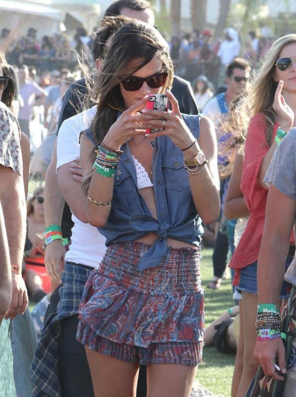 Alessandra Ambrosio et Jamie Mazur au Festival de Coachella, le 14 avril 2013.